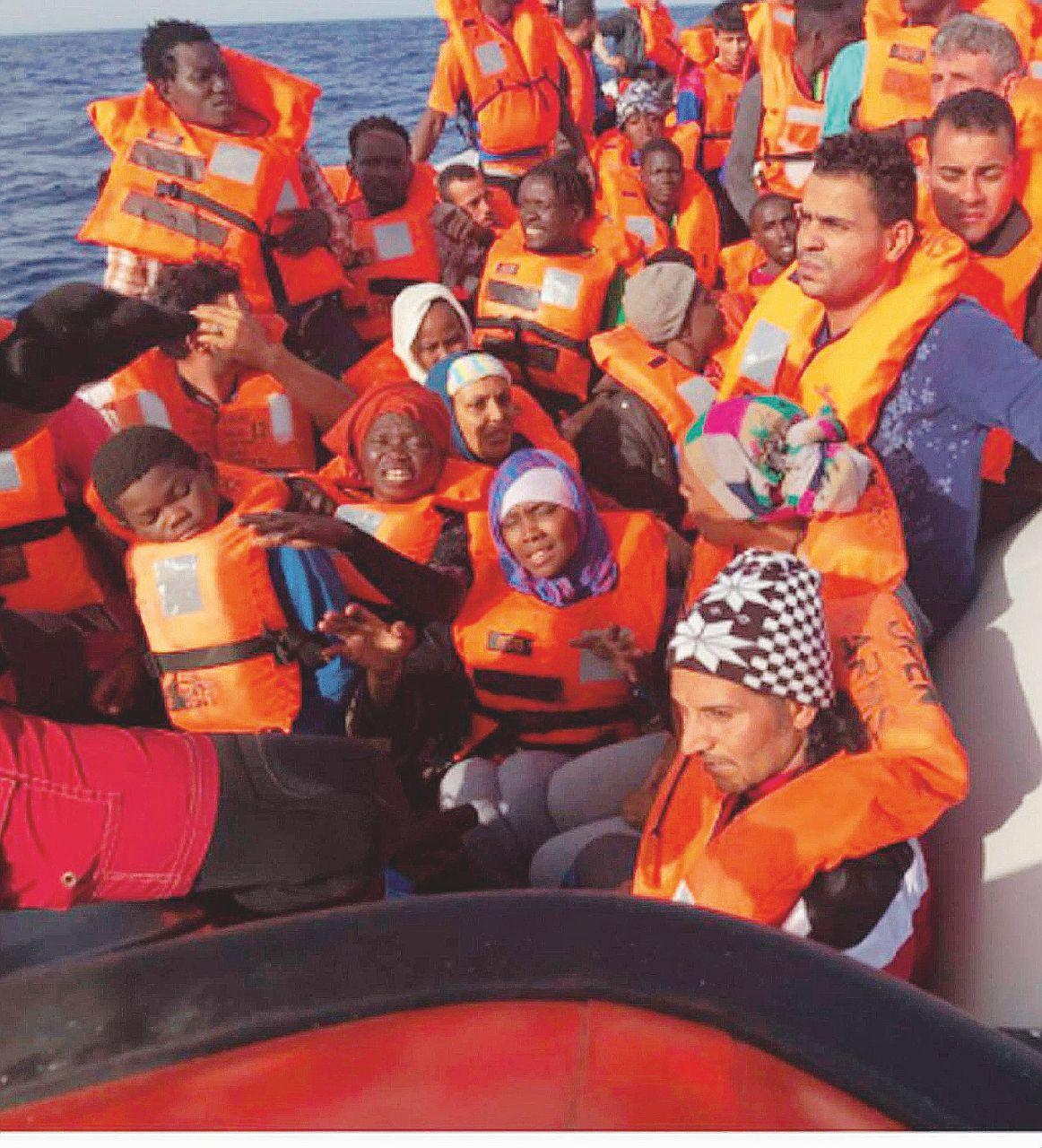 """In Edicola sul Fatto Quotidiano del 1 luglio: Libia, 500mila pronti a partire. Fico: """"Non chiuderei porti a Ong"""""""