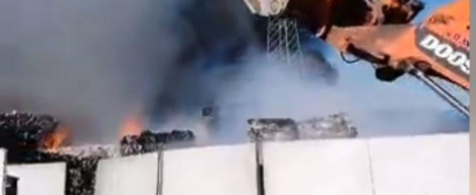 Napoli, ecoballe a fuoco in azienda a San Vitaliano. Ministro Costa attiva il Noe