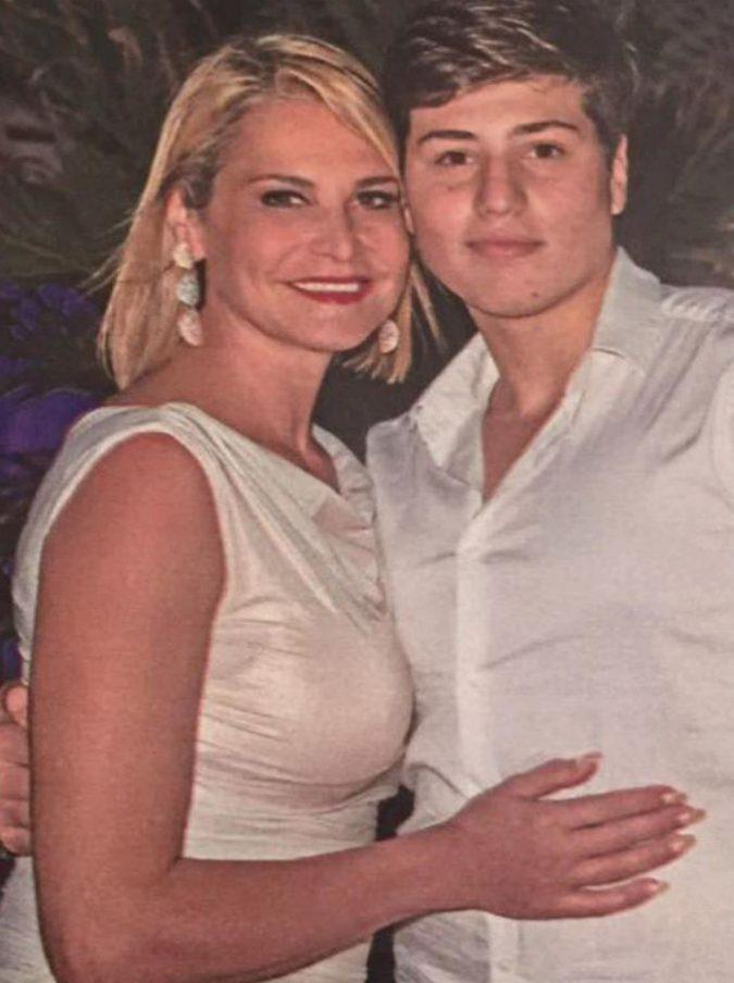 """Milano, Niccolò Bettarini accoltellato. Simona Ventura e l'ex marito Stefano: """"Nostro figlio vivo per miracolo"""""""