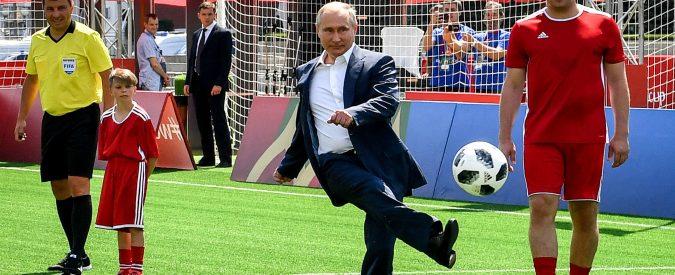 Russia 2018, le palle di Putin / Vladimir ha la sua arma di distrazione di massa