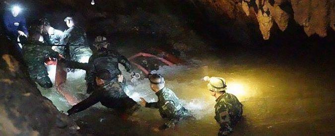 """Thailandia, ragazzini intrappolati: muore un sub. Ossigeno in calo, ma slitta intervento: """"Non sono pronti"""""""