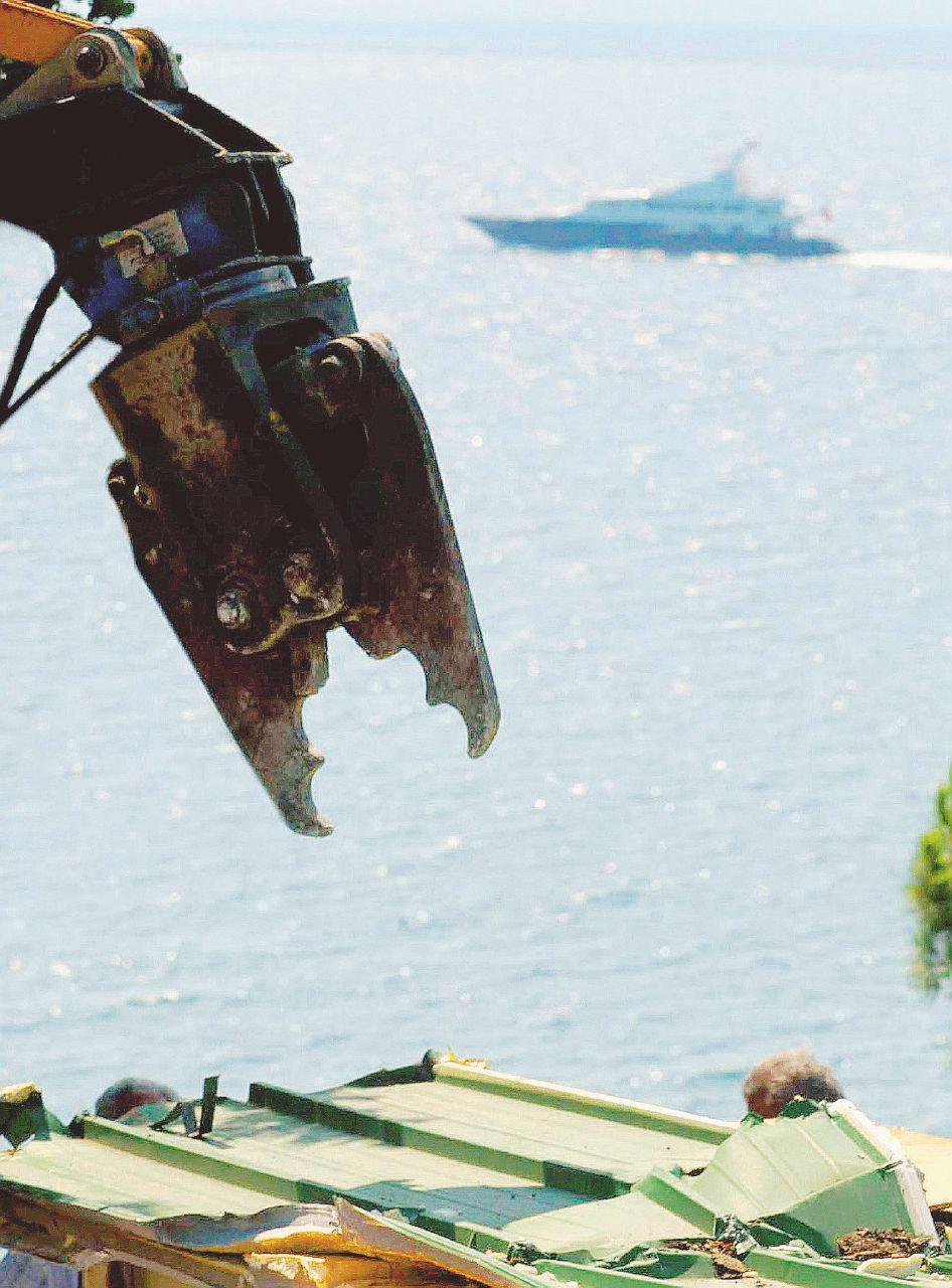 Ancora assalto al mare: frodi e colate di cemento abusivo