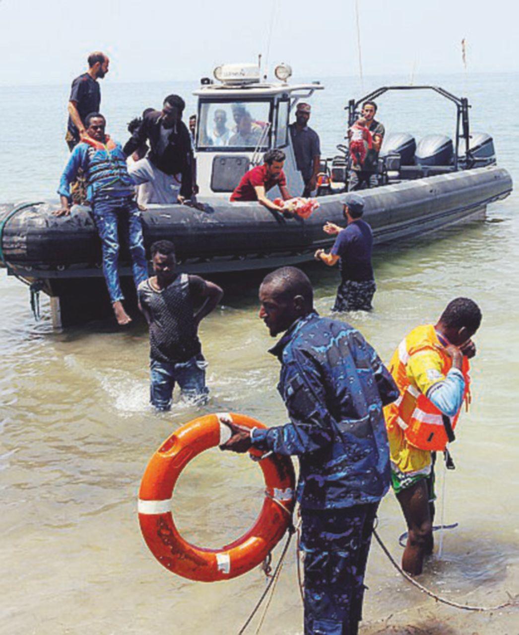 Altri 63 morti in mare e 12 motovedette per la Libia
