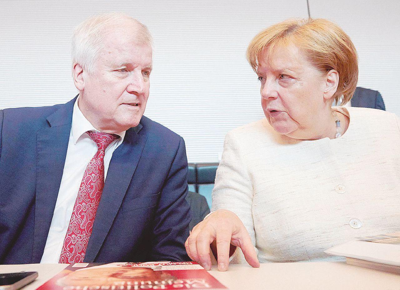 Accordicchio alla bavarese. Seehofer in frigo, Merkel salva