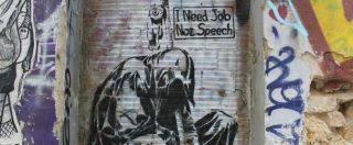 Atene: capitale umano in fuga, palazzi cadenti, negozi chiusi e molti espedienti. Cosa resta dopo il passaggio della Troika