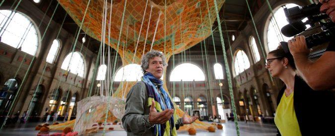 Ernesto Neto, l'impressionante opera dell'artista brasiliano fatta di cotone e spezie