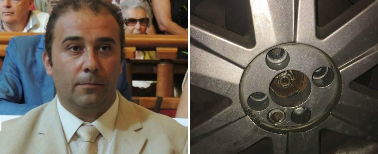 """Livorno, sabotata l'auto del presidente del consiglio comunale Esposito. I consiglieri M5s: """"Ora abbiamo paura"""""""