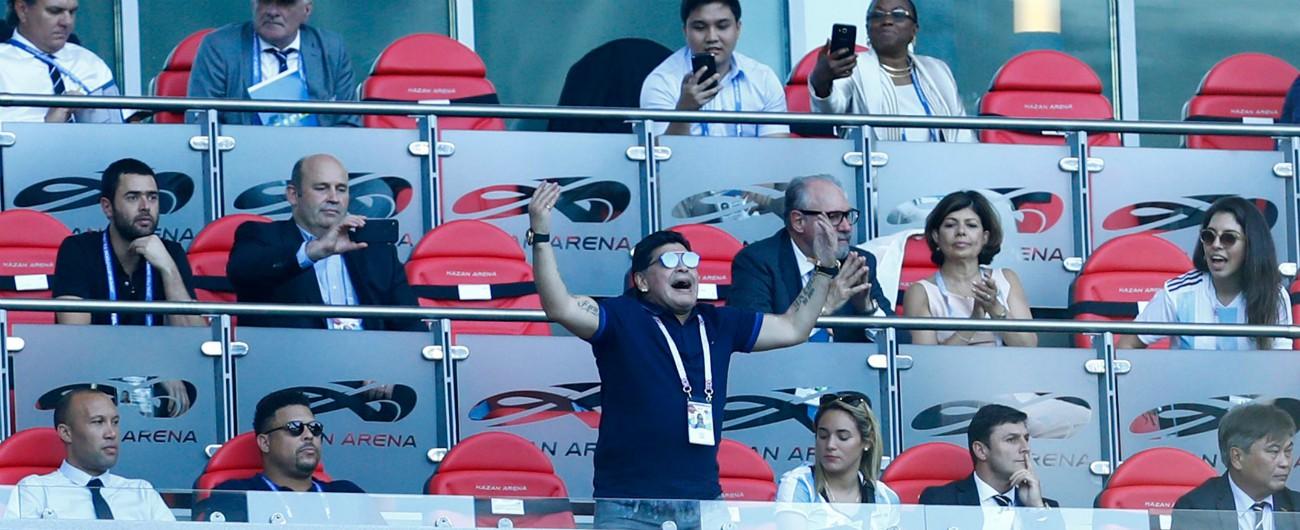 Mondiali 2018 / Matrioska – Maradona tribuno dei mondiali. Dalla sua stanza d'albergo. Da 24 angolazioni diverse