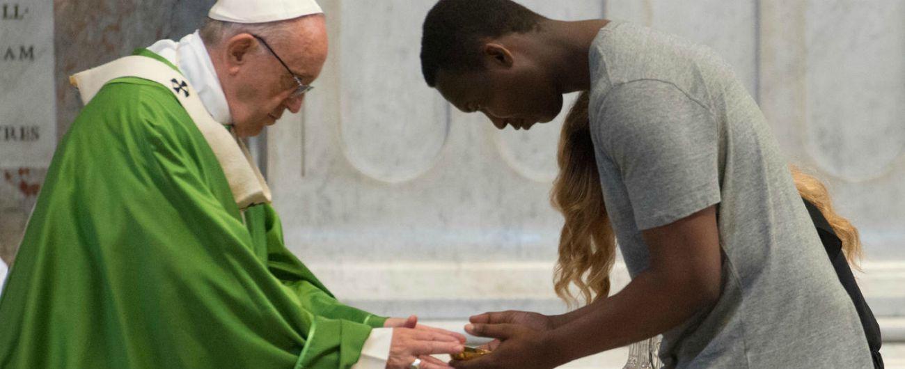 """Papa a messa per migranti: """"Silenzi complici su ingiustizie"""". Ai volontari ong: """"Grazie a chi salva vite senza chiedere niente"""""""
