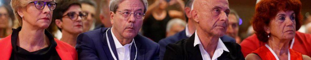 Assemblea Pd, è ancora paralisi: il partito in balia di Renzi rimanda le primarie alla vigilia delle Europee. Silenzio dei big