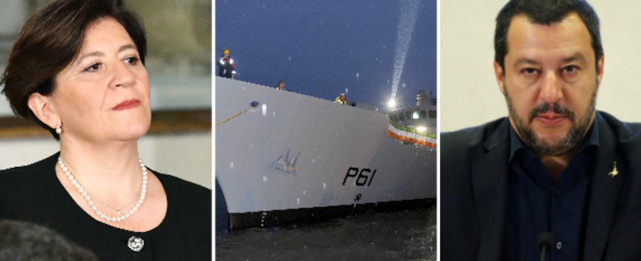 """Migranti, nave irlandese a Messina. Salvini: """"Porti chiusi anche alle missioni Ue"""". Difesa: """"Non è sua competenza"""""""