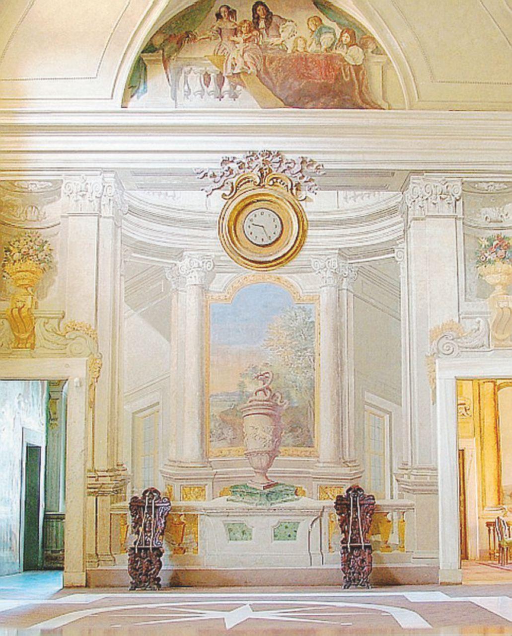 """Sotto gli affreschi di Villa Falconieri i giovani """"ovidiani"""" discettano in latino"""