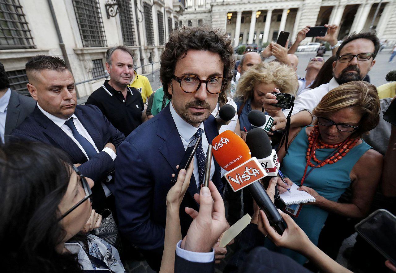 """Toninelli: """"Non abbiamo virato a destra. Riportiamo soltanto la legalità"""""""