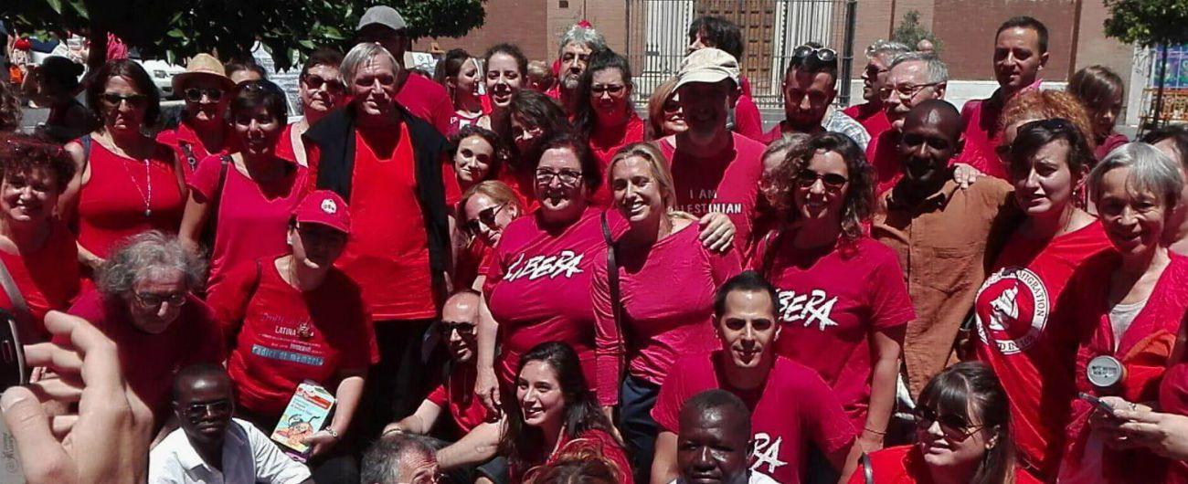 Magliette rosse, a Castelnovo Monti svastica e cappio sul manichino esposto dalle suore