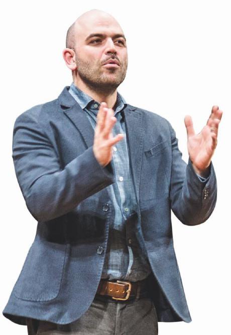 """Roberto Saviano, """"Toninelli non studia: è solo un burattino nelle mani della Lega"""""""