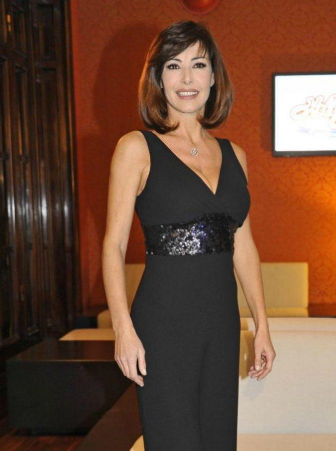 """Emanuela Folliero, il saluto dell'ultima annunciatrice tv: """"Vi auguro una vita piena di gioia"""" (ma farà ancora la conduttrice)"""
