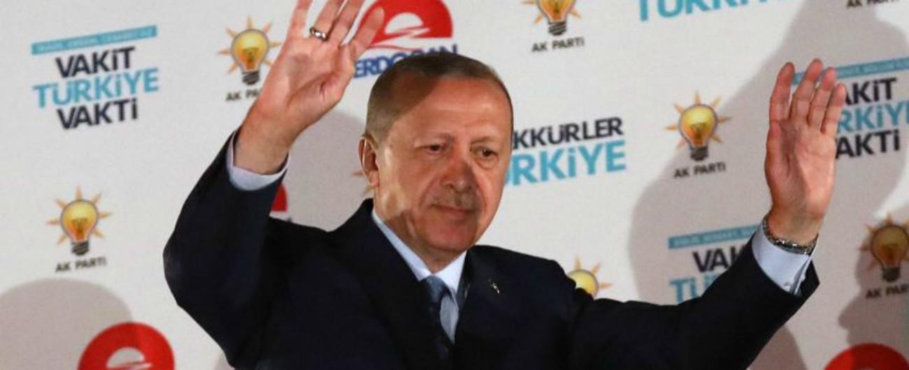 Turchia, Erdogan perde Ankara e Istanbul. Il voto si polarizza: ai repubblicani le città. Akp forte nelle campagne