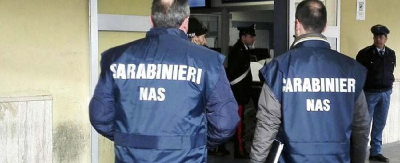 Surgelati scaduti e bottiglie d'acqua sotto il sole, operazione dei Nas a Taranto e Bologna