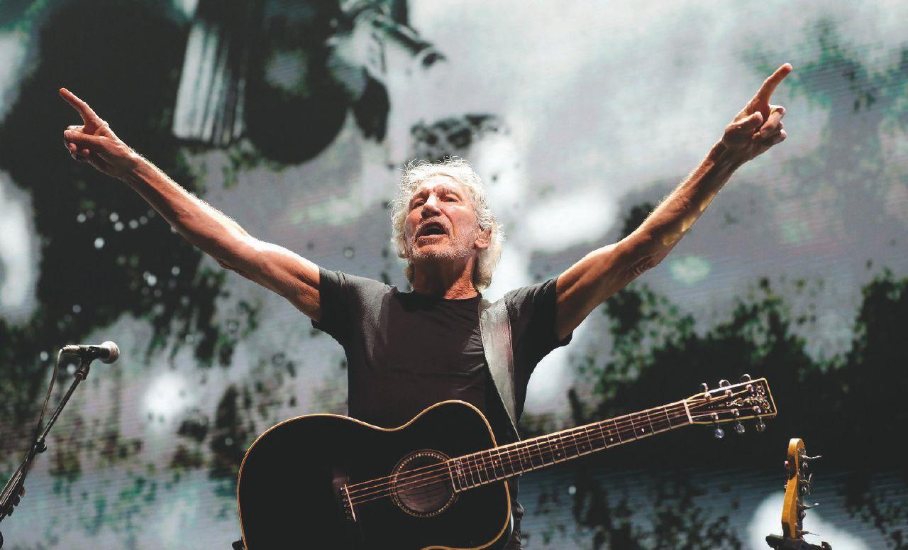 """Waters la leggenda costretto ancora a cantare """"The wall"""""""