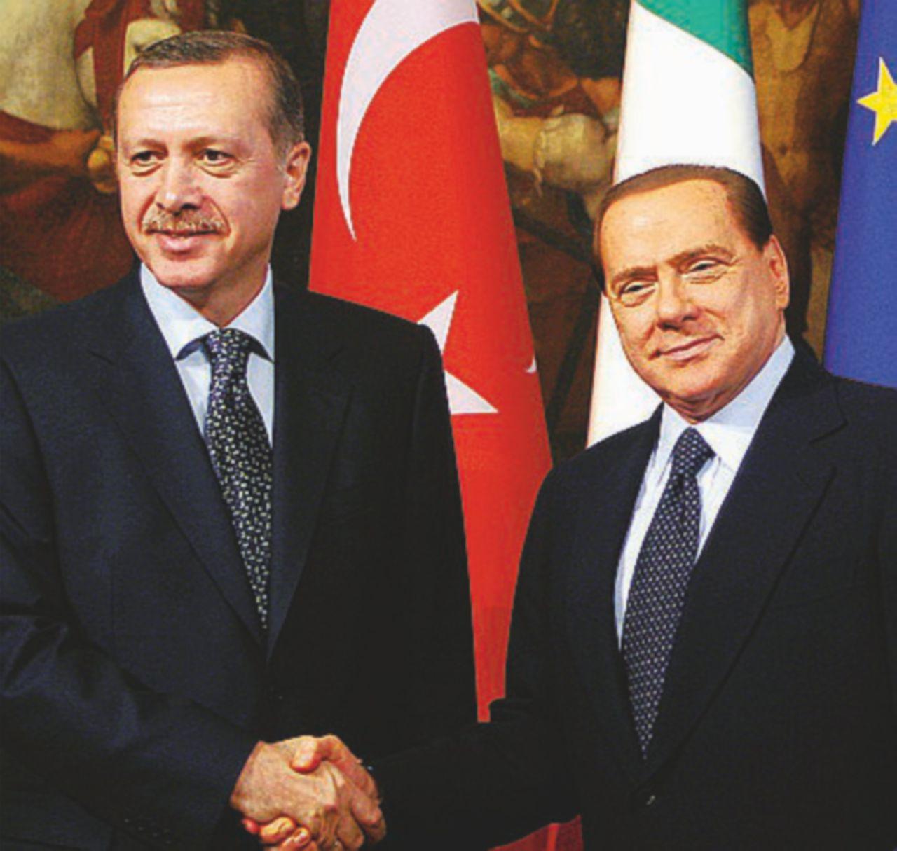 """Nella riunione degli """"autocrati"""" a casa Erdogan spunta B. con la bionda"""