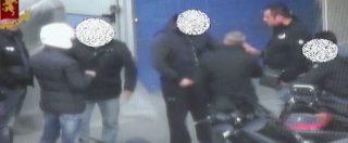 """Droga a Milano, 23 arresti. C'è anche un poliziotto: """"Corrotto con mille euro al mese per chiudere un occhio"""""""
