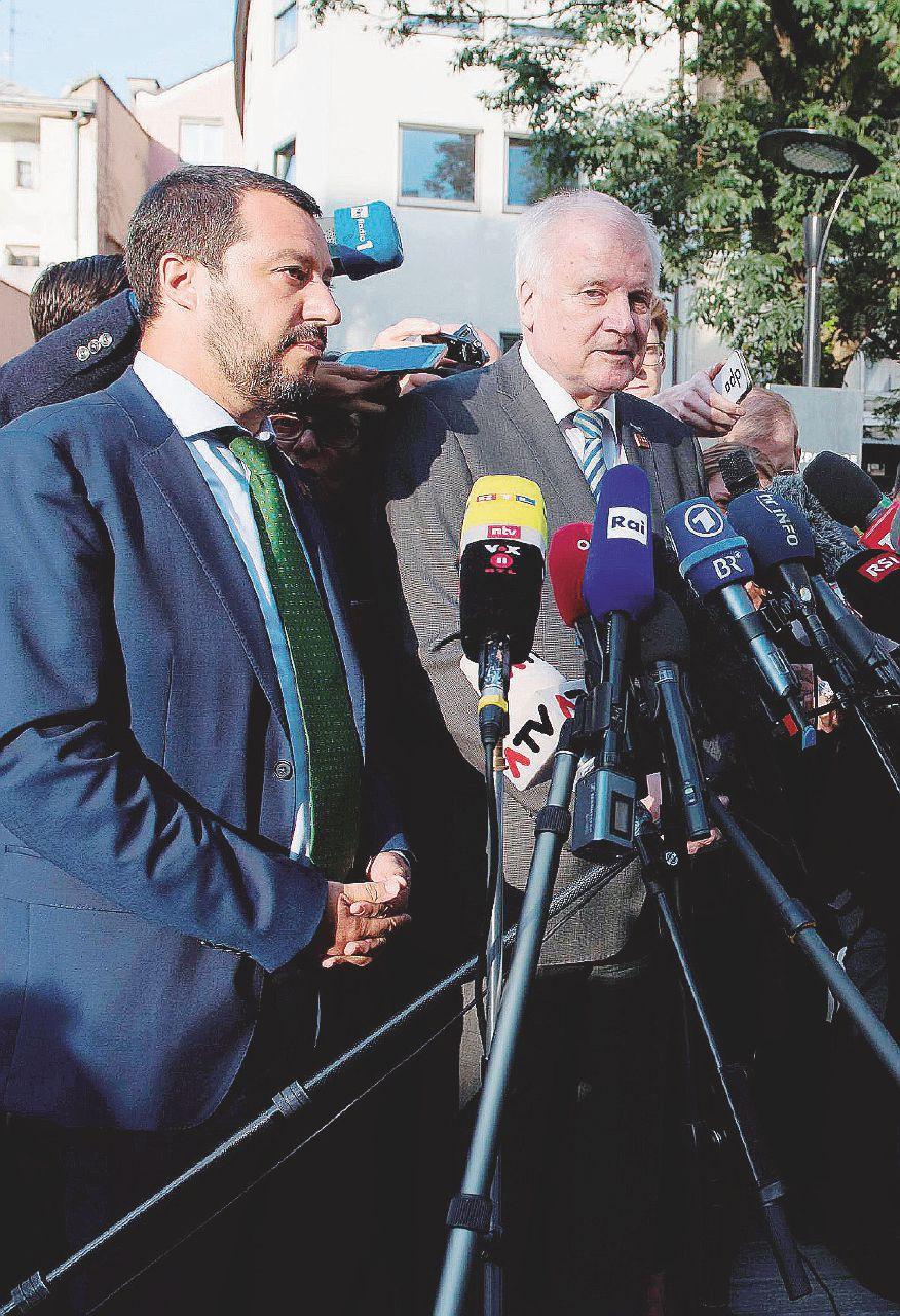 Migranti, stop a Salvini sulla consegna ai libici