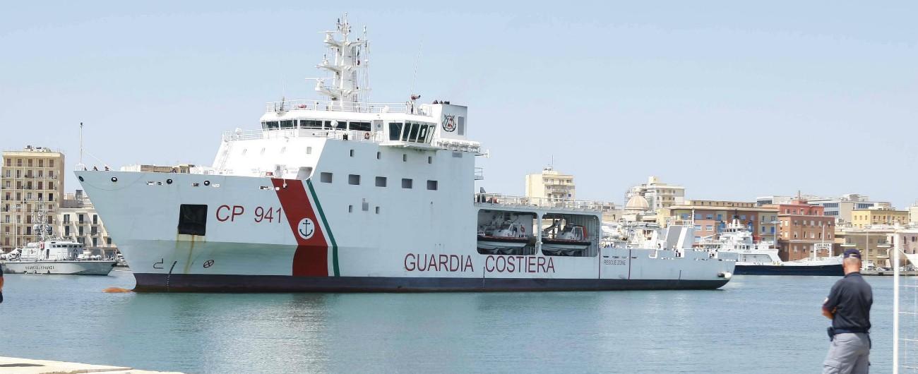 """Nave Diciotti, dopo intervento del Colle sbarcati i 67 migranti. Di Maio: """"Rispettare le decisioni di Mattarella"""""""