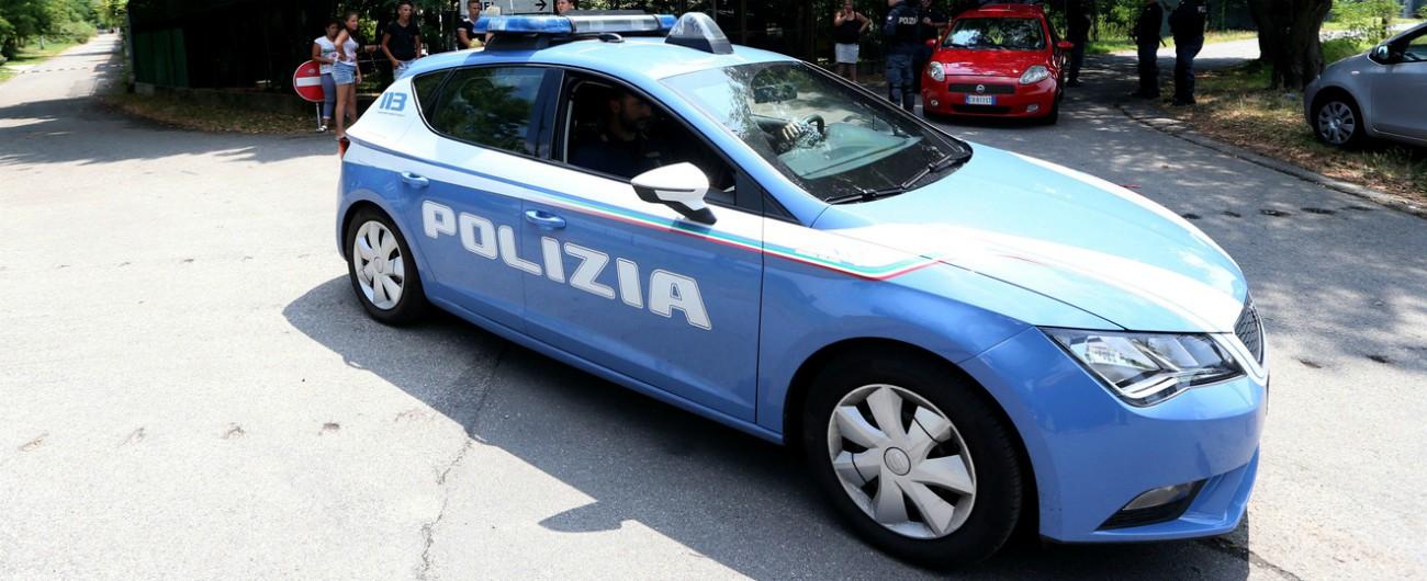 Reggio Emilia, ventenne spinta dietro un cespuglio e violentata: è caccia all'uomo