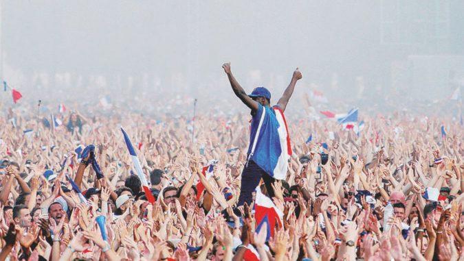 Parigi in piazza col tricolore, non succedeva dal Bataclan