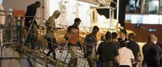 Migranti, lo sbarco dei 450 a Pozzallo: ora i ricollocamenti. Anche l'Irlanda disponibile: ne accoglierà 20 – FOTO