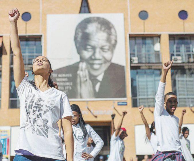 Un secolo fa nasceva il Liberatore dei Neri. Il Sudafrica si ferma per rendergli omaggio