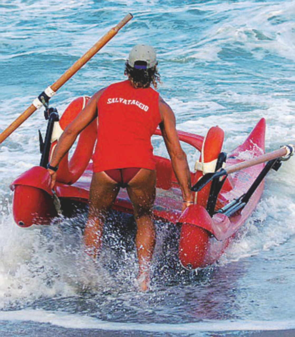 Bagnini siciliani in spiaggia. E il consigliere leghista protesta