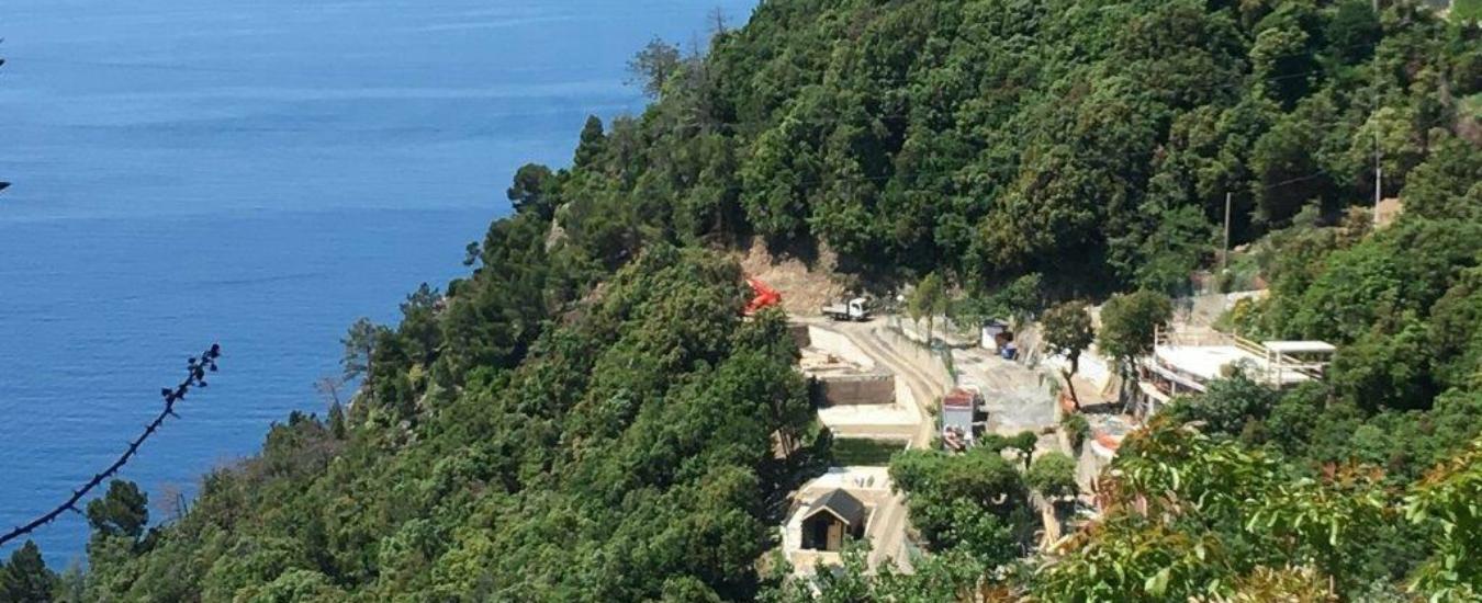 Liguria, sospesi i lavori per il resort di Framura. Ma la cementificazione resta un pericolo