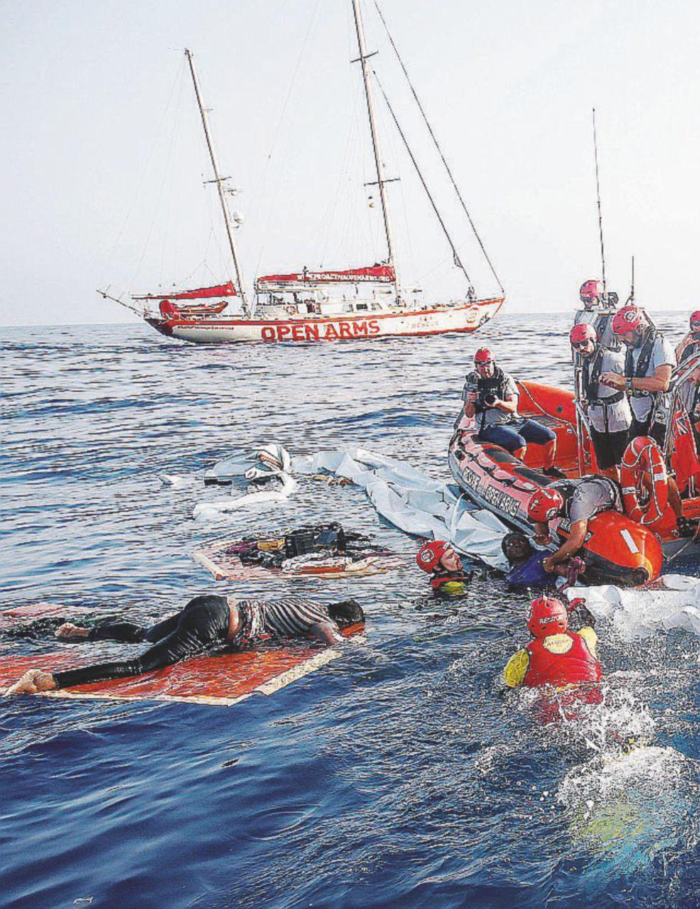 In Edicola sul Fatto del 18 luglio: Giallo su 2 morti in mare. Ecco i 6 boss che lucrano sul traffico