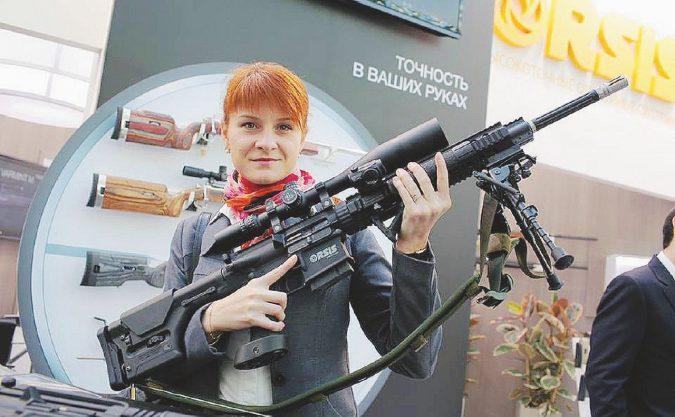 Maria, la spia russa che imbarazza i pistoleri americani