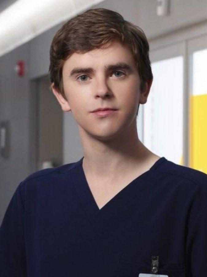 The Good Doctor, la serie fa il boom di ascolti su RaiUno. Il dottor Murphy affetto dalla sindrome del savant cura malati in modo geniale