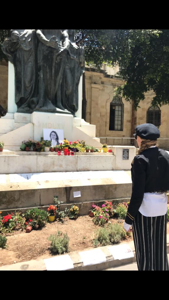 La Malta del charity e dell'abbodanza con abiti da favola al gala. C'è pure Veronica Lario. E anche la Malta ...