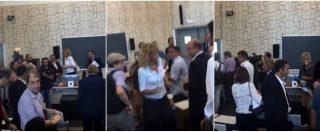 """No Tap, attivisti contestano la ministra Lezzi: """"Non hai bloccato il gasdotto, vergogna. Sei come Bellanova"""""""