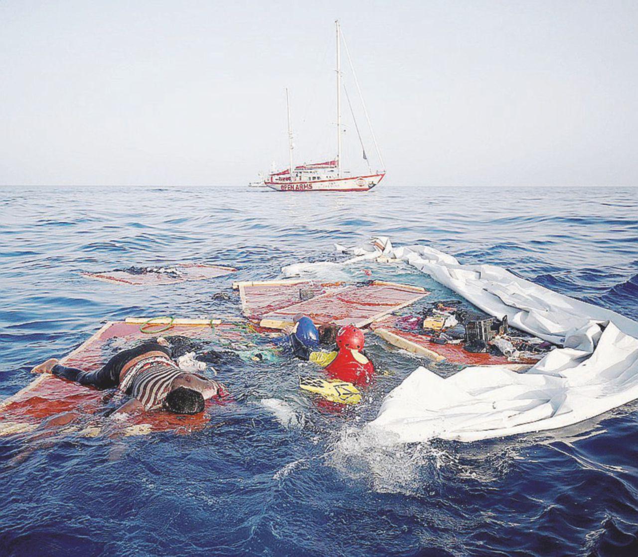 """Migranti, """"in Libia barconi affondati con le persone a bordo"""""""