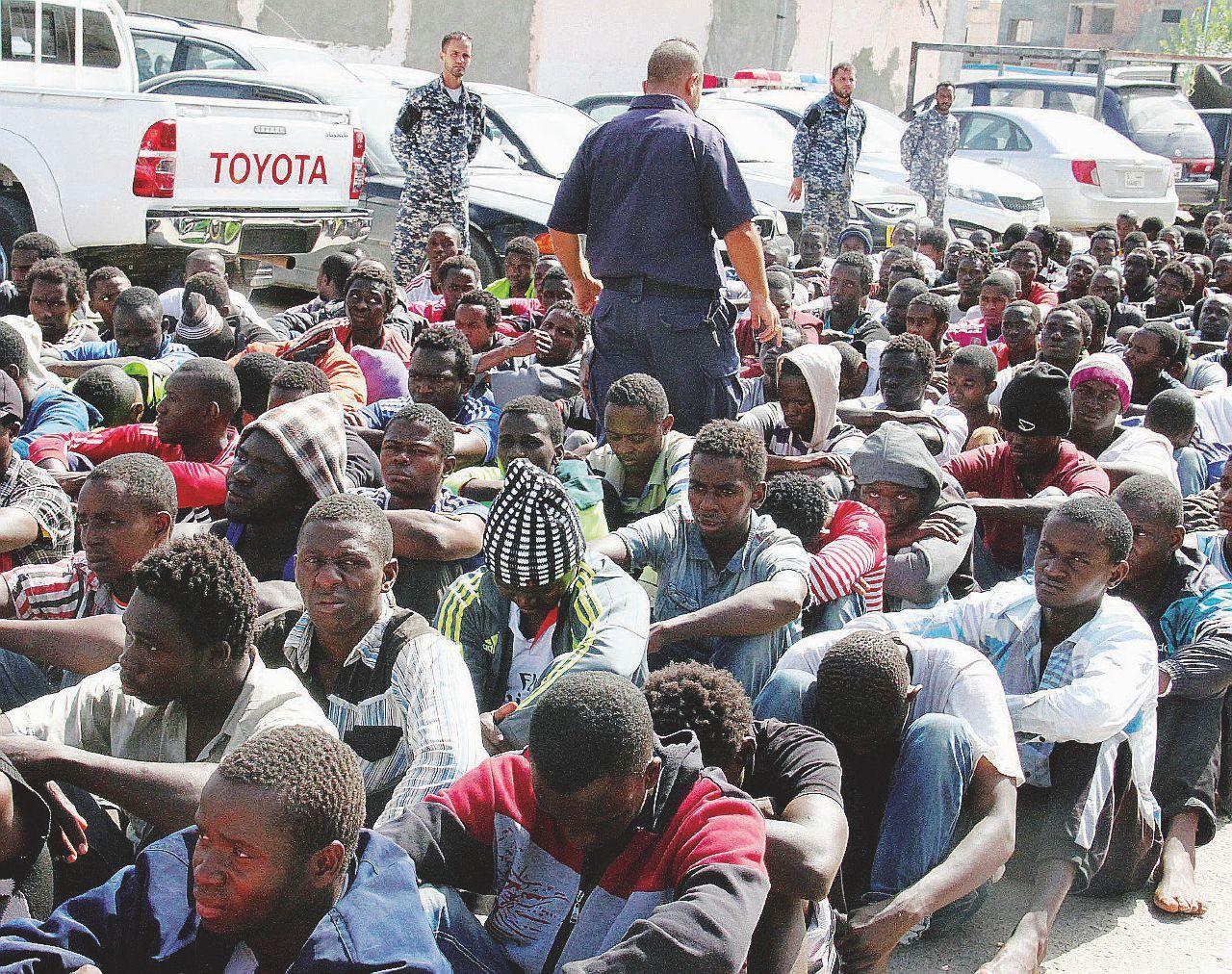 """In Edicola sul Fatto Quotidiano del 22 luglio: Esclusivo: """"I migranti morti li lasciamo in mare"""""""