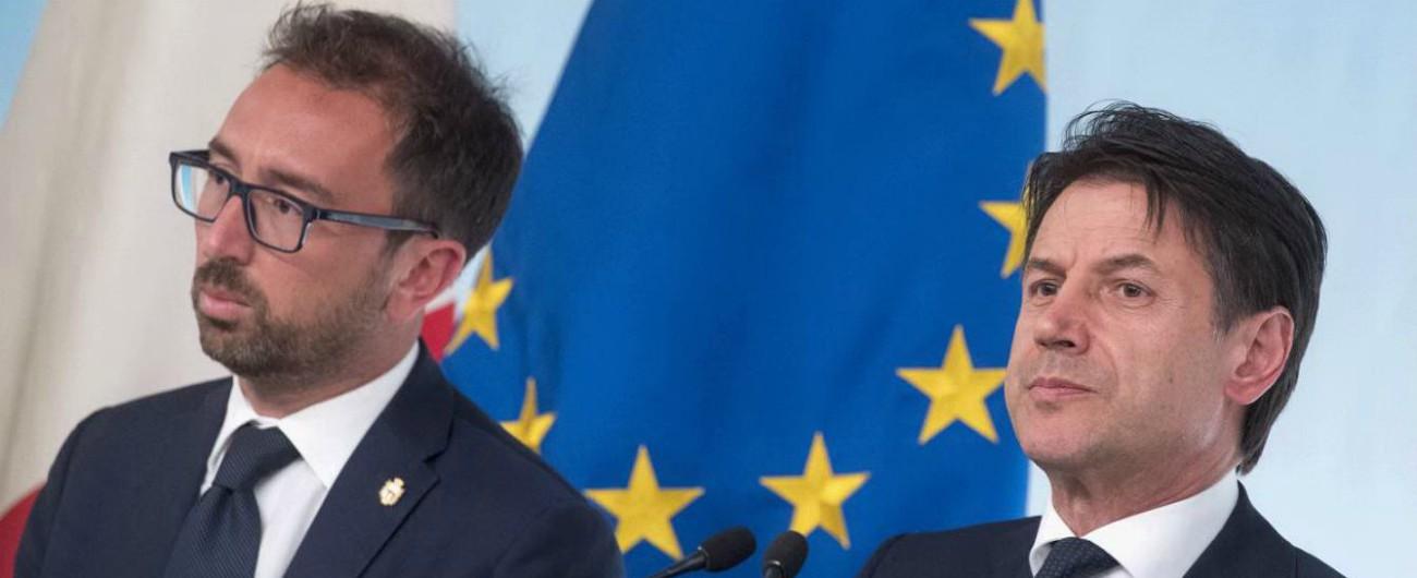 """Intercettazioni, il governo blocca la riforma. Bonafede: """"Era legge bavaglio dopo il caso Consip"""". Il Pd: """"Propaganda"""""""