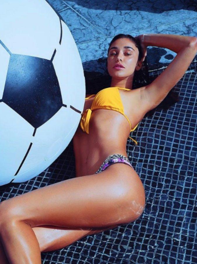"""Paola Ferrari su Belen Rodriguez: """"Priva di ogni goccia di talento. Trovi l'uomo giusto e metta via dei soldi"""". E l'argentina mette un like """"emblematico"""""""