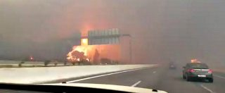Incendi Grecia, le fiamme invadono l'autostrada per Patrasso. Auto lambite dal fuoco