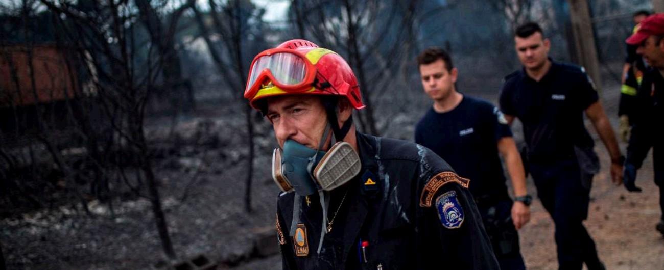 Incendi Grecia, pochi mezzi per i vigili del fuoco e zero piani di emergenza: i tagli per la Troika dietro il ritardo dei soccorsi