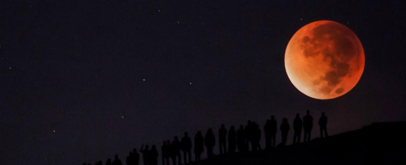 Eclissi totale di Luna, il 27 luglio sarà la più lunga del secolo: il nostro satellite diventerà rosso per 103 minuti