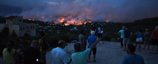 Incendio Atene, di austerità si muore