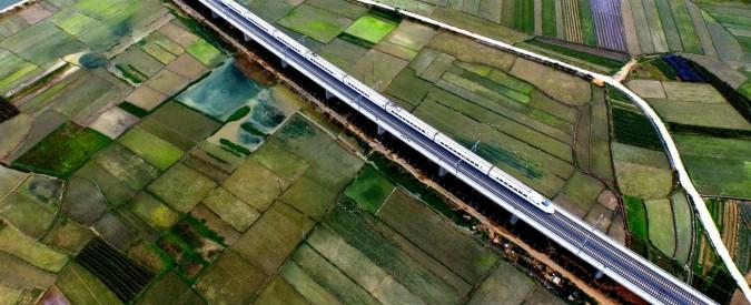 """Cina, arriva il primo """"treno volante"""": tecnologia hyperloop in partnership con gli Usa. Può raggiungere i 1200 km/h"""
