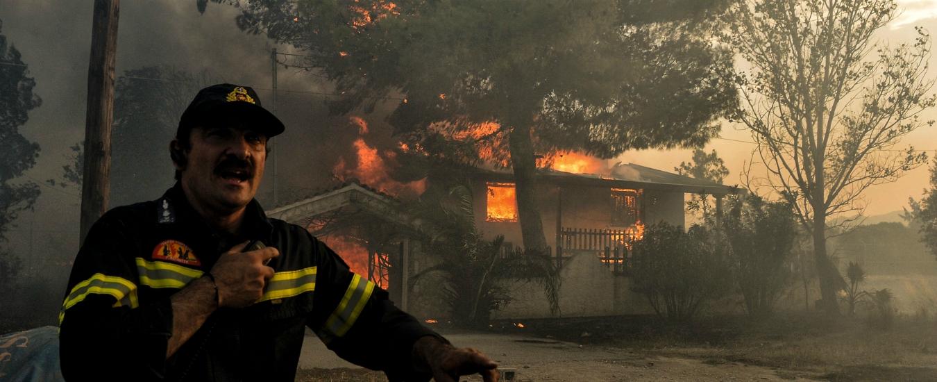 """Incendi Grecia, la Protezione Civile: """"Ci sono ancora 100 dispersi"""". Tsipras: """"Mia responsabilità politica della tragedia"""""""