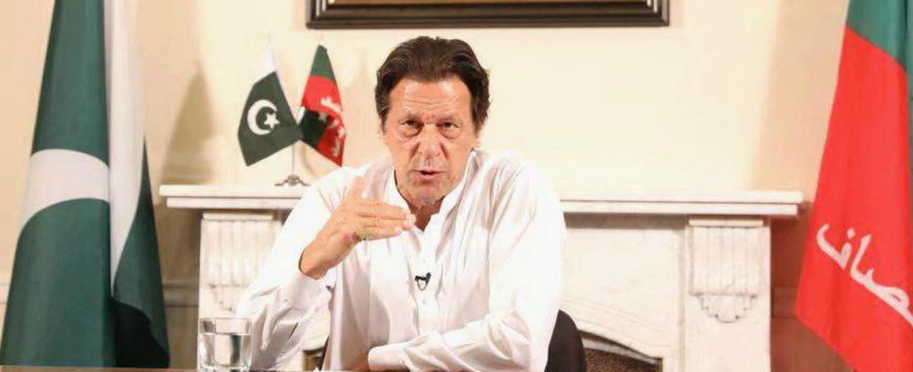 Pakistan, l'ex stardel cricket Imram Khan vince le elezioni. L'uomo del cambiamento che ha rapporti con militari