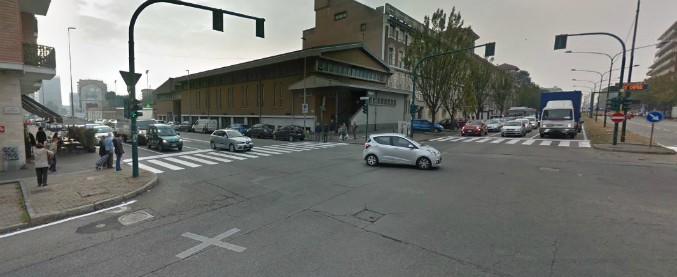 Torino, cinque infrazioni sotto gli occhi della polizia: quasi 6mila euro di multa
